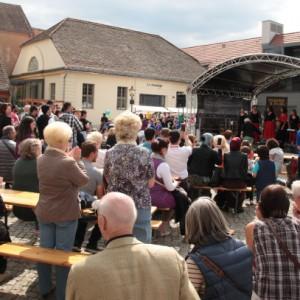 Willkommensfest für Flüchtlinge in Potsdam - Kutschstallhof am Neuen Markt - Foto: Manfred Thomas